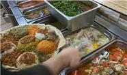 پذیرایی با غذاهای محلی در گردشگاه هَزارمِرد سلیمانیه